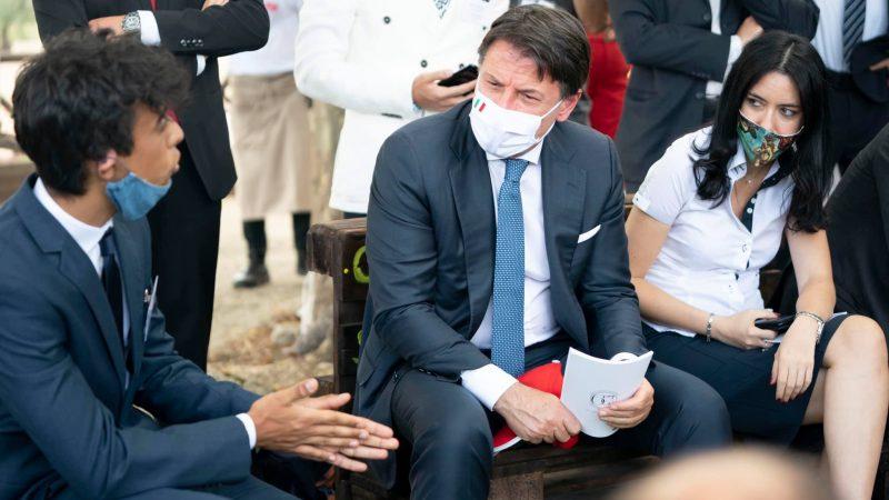 Ze wstępnych informacji Ministerstwa Zdrowia wynika, że liczba zakażonych SARS-CoV-2 może być sześciokrotnie wyższa od potwierdzonych dotąd przypadków koronawirusa w kraju. Na zdjęciu premier Włoch Giuseppe Conte.