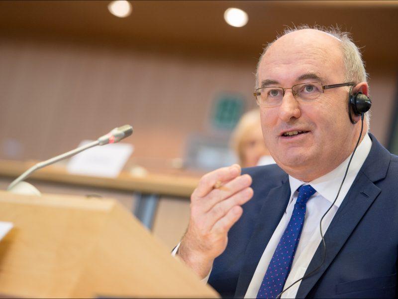 Jednym z celów unijnego komisarza ds. handlu Phila Hogana jest deeskalacja napięć handlowych między UE a USA.