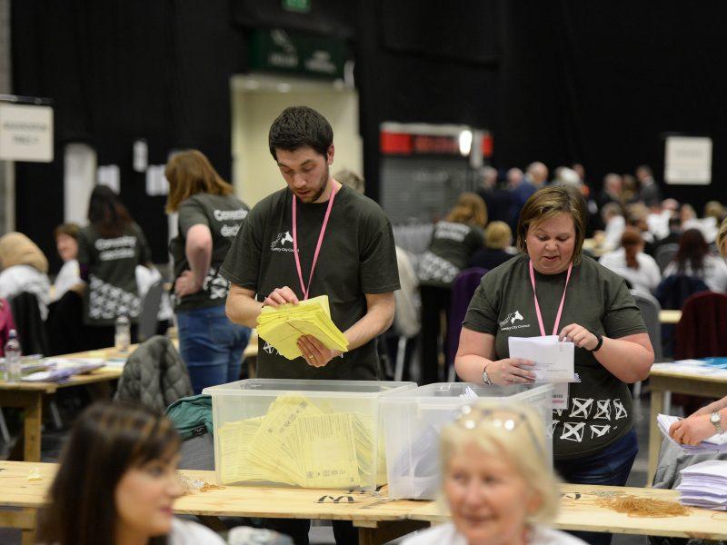Pandemia wymusiła wprowadzenie poprawek do ordynacji wyborczej. Koronawirus mógłby pozbawić w Czechach prawa głosu kilka tysięcy osób.