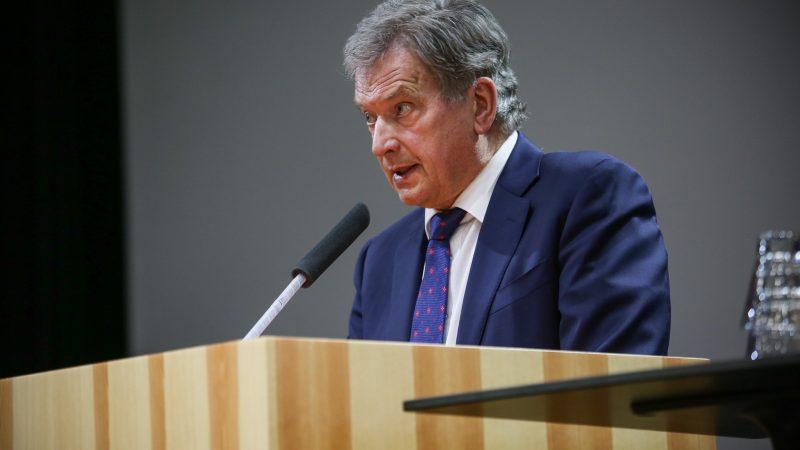 """""""Kiedy już uporamy się z koronawirusem, czas wrócić do systemu opartego na zasadach"""" - powiedział prezydent Finlandii Sauli Niinistö (na zdj.)."""