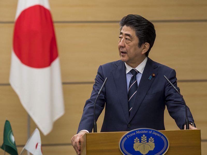 Shinzo Abe byl najdłużej sprawującym urząd premiera politykiem w historii Japonii. W piątek ogłosił dymisję z powodu stanu zdrowia. / źródło: flickr.com all creative commons Paul Kagame