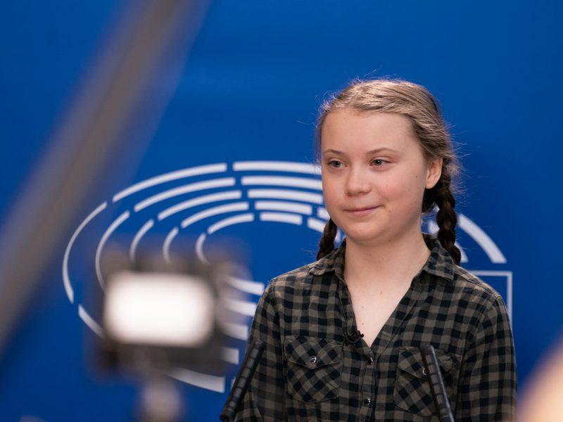 """Greta Thunberg twierdzi, że świat """"stracił kolejne dwa kluczowe lata na (na ratowanie koimatu - red.) skutek bezczynności politycznej""""."""