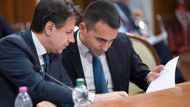 Dwóch z siedmiorga członków rządu objętych śledztwem: premier Giuseppe Conte i minister spraw zagranicznych Luigi Di Maio [Facebook, Giuseppe Conte, @GiuseppeConte64]