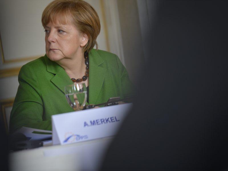 Kanclerz Angela Merkel i niemieckie kraje związkowe zgodziły się zaostrzyć ograniczenia dotyczące koronawirusa w odpowiedzi na rosnącą liczbę infekcji.