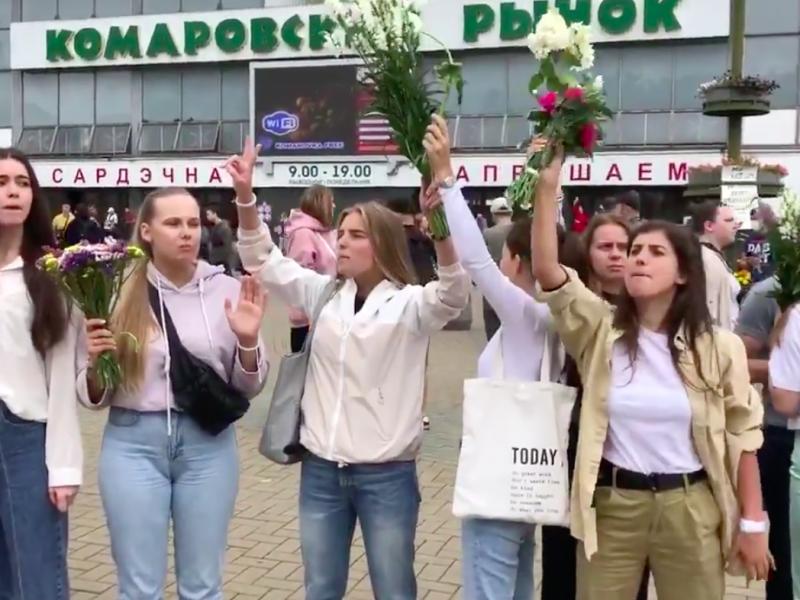 """""""Biały protest"""" kobiet w Mińsku, źródło: Twitter"""
