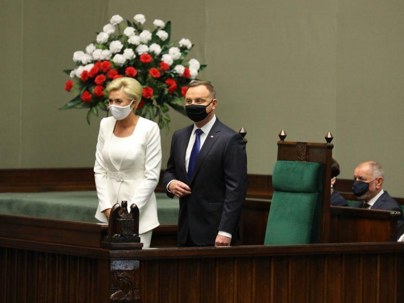 Prezydent Andrzej Duda wraz z małżonką Agatą Kornhauser-Dudą podczas czwartkowego zaprzysiężenia. / Foto via twitter @KancelariaSejmu