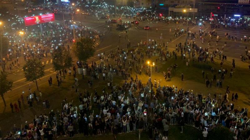 Jeden z powyborczych protestów w Mińsku, źródło: Twitter/Onliner