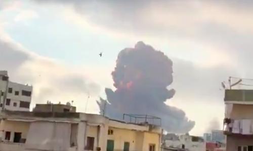 Potężna eksplozja w porcie w Bejrucie, źródło: Twitter