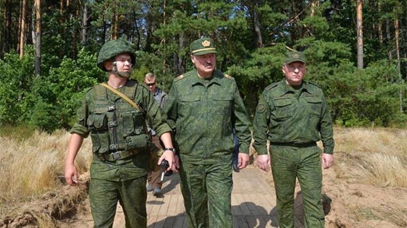 Prezydent Białorusi Alaksandr Łukaszenka na poligonie pod Grodnem, źródło president.gov.by