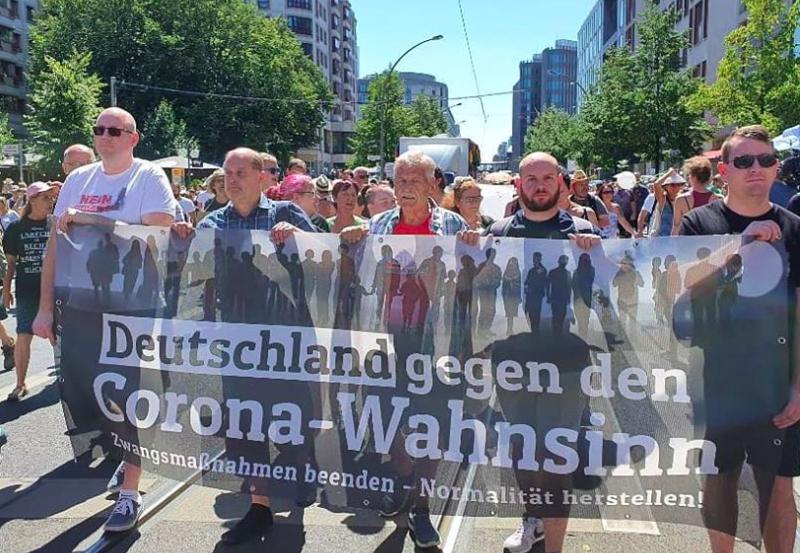 Protest przeciw koronawirusowym obostrzeniom w Berlinie, źródło: Facebook/Deutschland gegen den Corona-Wahnsinn (@corona.wahnsinn.beenden)