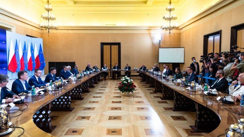 Spotkanie przedstawicieli rządu i wszystkich klubów parlamentarnych ws. Białorusi, źródło Adam Guz KPRM