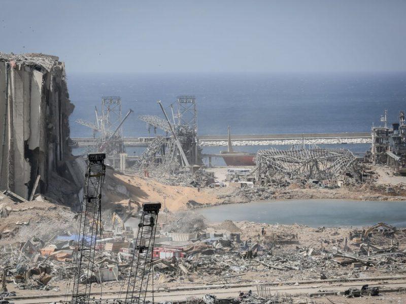Zniszczony wybuchem port w Bejrucie, źródło: Mehr News Agency/fot. Mehdi Shojaeian (CC BY 4.0)