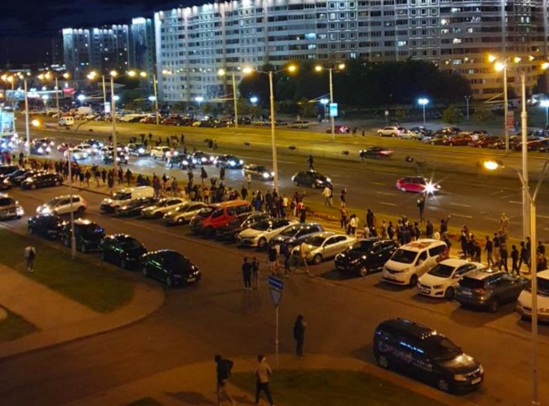 Protest w dzielnicy Sierebranka, źródło: Twitter/Franak Viačorka (@franakviacorka)