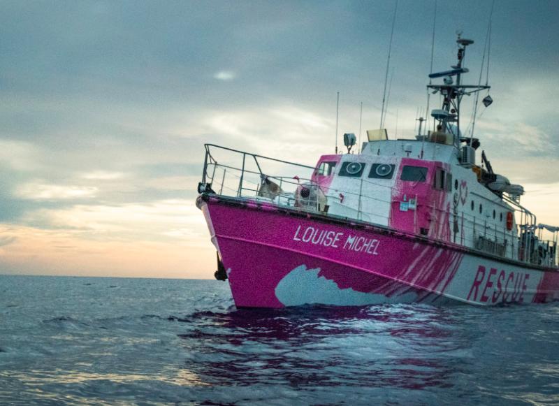 """Zakupiony przez Banksy'ego statek """"Louise Michel"""" ratuje migrantów na Morzu Śródziemnym, źródło: Twitter/LouiseMichel (@MVLouiseMichel)"""