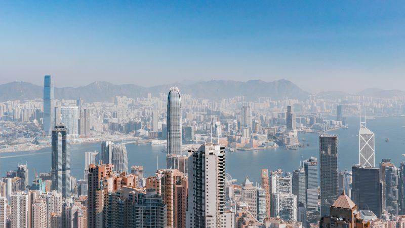 Lokalne wybory w Hongkongu zostały przełożone o rok (Photo by Ruslan Bardash on Unsplash)