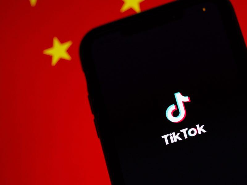 Prezydent Donald Trump zapowiedział zablokowanie TikToka w USA (Photo by Solen Feyissa on Unsplash)