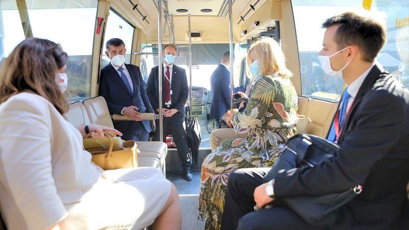"""Pomimo pogarszającej się sytuacji epidemicznej, """"żadne ekonomiczne środki ograniczające rozprzestrzenianie się koronawirusa SARS-CoV-2 nie powrócą, ponieważ kraju na to nie stać"""", podkreślił premier Czech Andrej Babiš (na zdj.)."""