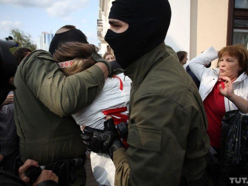 OMON oraz inne służby zatrzymały co najmniej 37 uczestniczek sobotniego (12 września) Najgłośniejszego Marszu Białorusinek