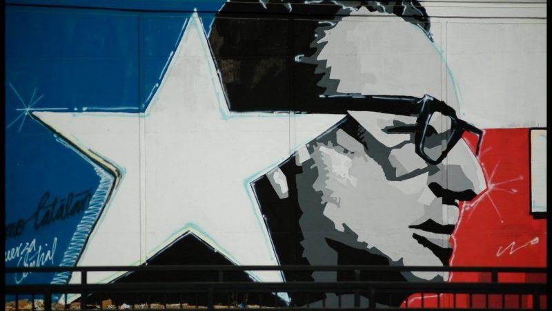 Mural przedstawiający prezydenta Chile Salvadora Allende (w latach 1970-1973 r.) przy stacji Rojas Magallanes w stolicy kraju - Santiago.