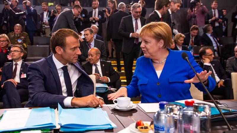 Niemcy i Francja przyjmą 400 małoletnich uchodźców z Grecji, zapowiedziała kanclerz Angela Merkel (na zdj. z prezydentem Francji Emmanuelem Macronem).