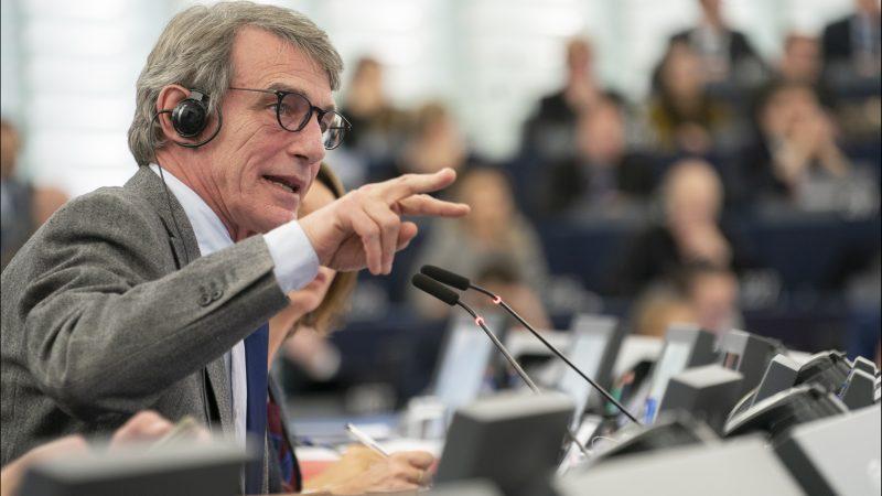 Przewodniczący Parlamentu Europejskiego David Sassoli podczas sesji plenarnej PE w Strasburgu