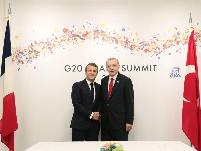 Prezydent Francji Emmanuel Macron i prezydent Turcji Recep Tayyip Erdoğan podczas szczytu G20 w Osace, czerwiec 2019 r.