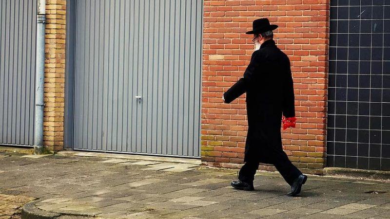 Co roku tysiące ortodoksyjnych Żydów pielgrzymuje do grobów słynnych rabinów, źródło: pixabay, fot. Mabel Amber