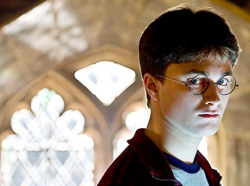 Daniel Radcliffe na planie jednego z filmów o Harrym Potterze (CC-BY-NC-ND-4.0, fot. Jerry Watson)