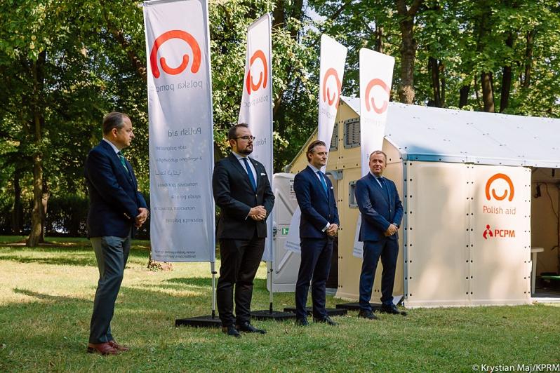 Domy modułowe jako pomoc Polski dla Grecji i Syrii, fot. Krystian Maj [KPRM]