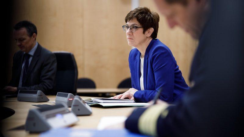 Szefowa CDU i minister obrony Niemiec Annegret Kramp-Karrenbauer już w lipcu przeprosiła za trwającą przez dziesięciolecia dyskryminację homoseksualistów w armii.