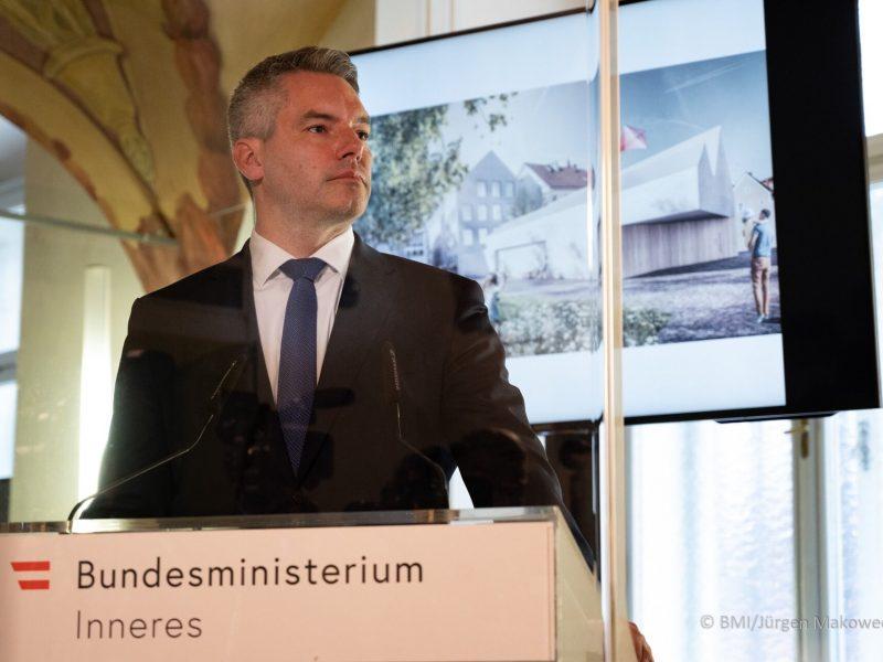 Minister spraw wewnętrznych Austrii Karl Nehammer [Twitter, @karlnehammer / BMI, fot. Jürgen Makowecz]