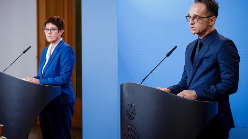 Minister spraw zagranicznych Heiko Maas oraz minister obrony Annegret Kramp-Karrenbauer podczas konferencji poświęconej sprawie otrucia Aleksieja Nawalnego