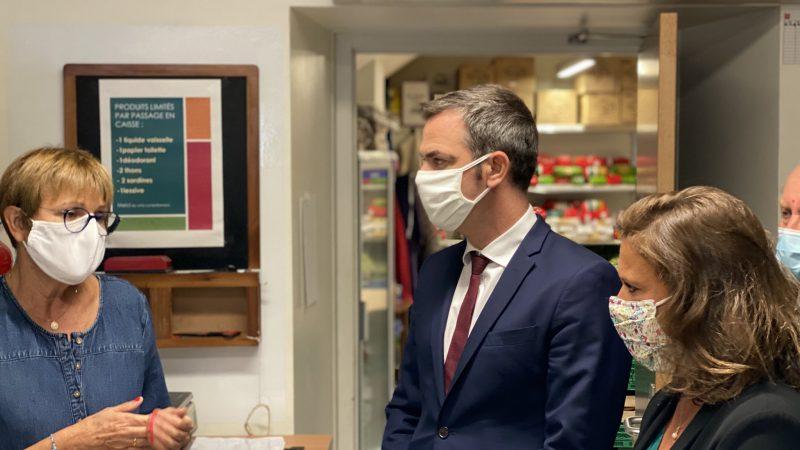 Francuski minister zdrowia Olivier Veran (na zdj.) zapowiedział wprowadzenie dodatkowych lokalnych restrykcji w niektórych miastach Francji.