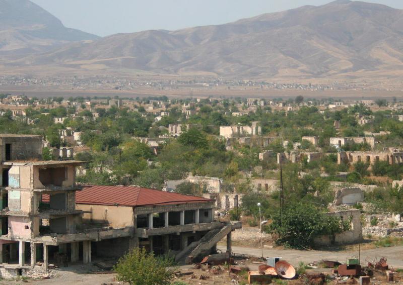 Opuszczone w wyniku walk z 1992 r. miasto Agdam w Górskim Karabachu, źródło: Wikipedia, fot. Joaoleitao (CC BY-SA 3.0)