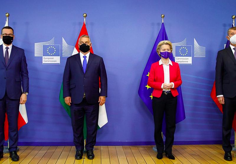 Premierzy Polski i Węgier, przewodnicząca KE oraz premier Czech, źródło: KPRM, fot. Krystian Maj