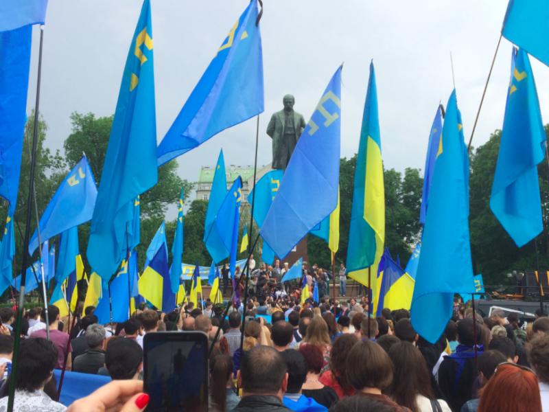 Manifestacja mieszkających na Ukrainie Tatarów Krymskich przeciw aneksji Krymu przez Rosję, źródło: Wikipedia, fot. kaktuse (CC BY-SA 3.0)