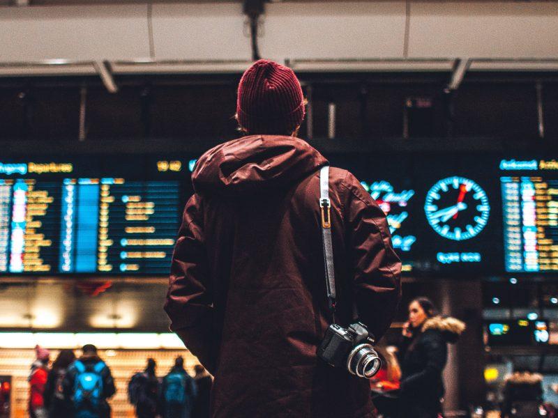 44 państwa znalazły się ostatecznie w najnowszym wykazie objętych z powodu pandemii koronawirusa zakazem lotów do Polski (Photo by Erik Odiin on Unsplash)
