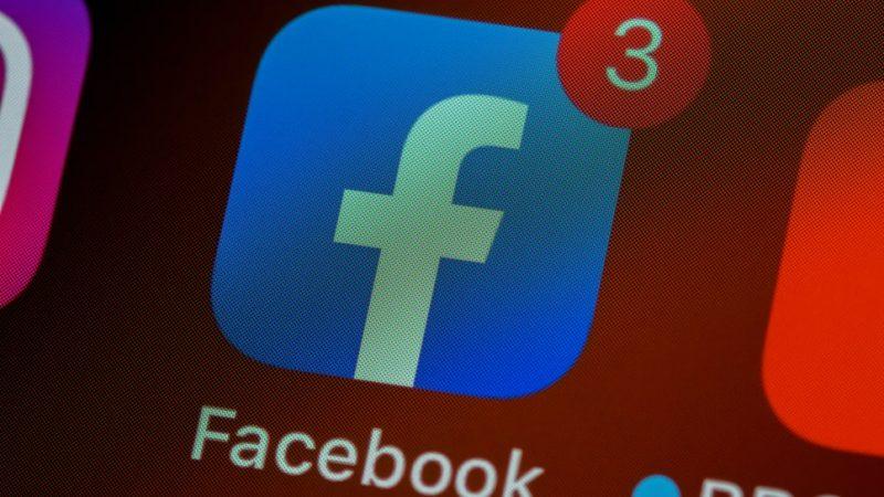 Irlandzki urząd ds. ochrony danych (DPC) skierował do Facebooka wstępny nakaz zaprzestania przesyłania danych osobowych na temat europejskich użytkowników platformy do Stanów Zjednoczonych.