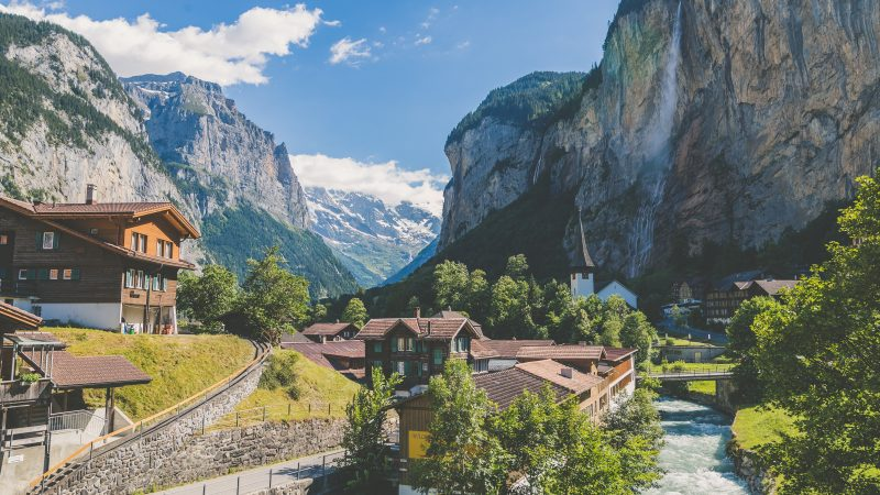 Szwajcaria nie zerwie zawartej z UE umowy o swobodzie przepływu ludzi (Photo by Tim Trad on Unsplash)