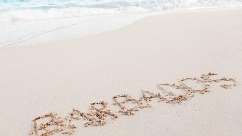 Podstawą gospodarki Barbadosu jest obecnie turystyka, bowiem kraj jest znany ze swoich pięknych plaż (źródło:publicdomainpictures, fot. Petr Kratochvil/CC0 Public Domain)