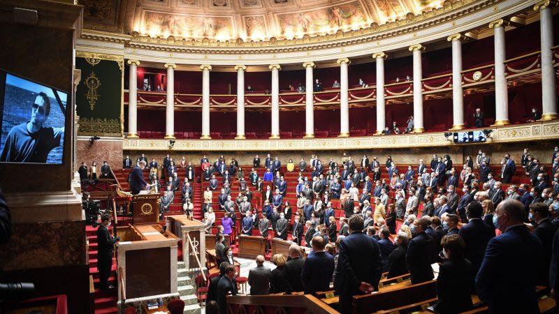Francuskie Zgromadzenie Narodowe uczciło minutą ciszy zabitego nauczyciela Samuela Paty'ego