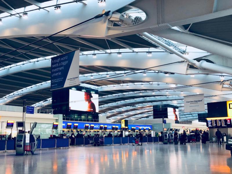 Lotnisko Heathrow w Londynie nie jest już przez koronawirusa najbardziej ruchliwym w Europie (Photo by Belinda Fewings on Unsplash)