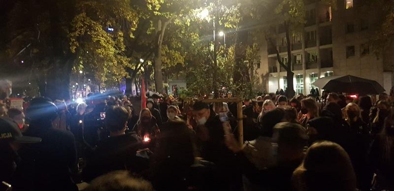 Protest przed TK po orzeczeniu ws. aborcji, źródło twitter Małgorzata Tracz