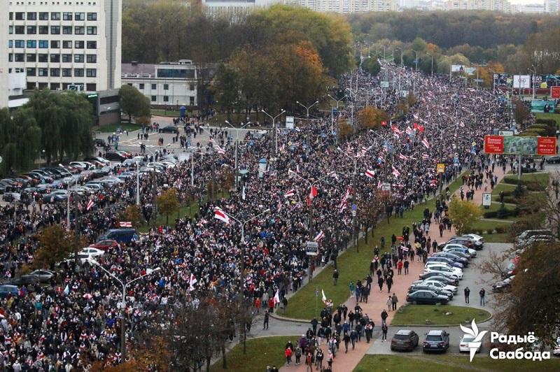 Protest w Mińsku 25 października, źródło twitter Andreia Vaitovicza za Radiem Swaboda