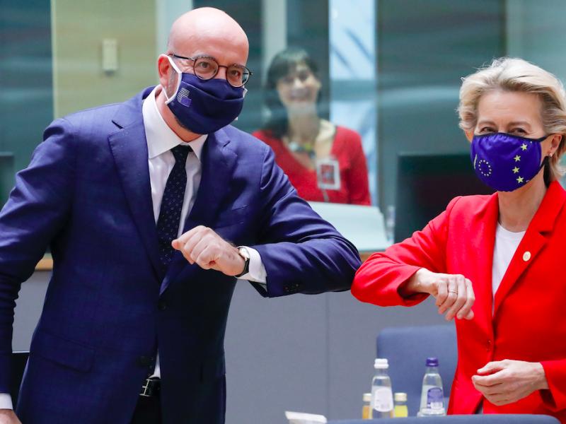 Przewodniczący Rady Europejskiej Charles Michel oraz przewodnicząca Komisji Europejskiej Ursula von der Leyen na szczycie w Brukseli, źródło: EC - Audiovisual Service/European Union 2020, fot. Etienne Ansotte