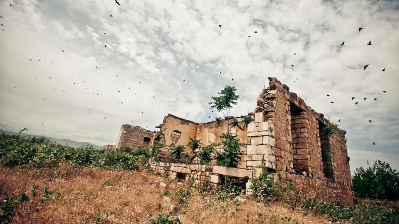Ruiny w mieście Agdam na terenie Górskiego Karabachu, z którego podczas wojny w latach 90. XX wieku wypędzono azerskich mieszkańców, żródło: Flickr, fot, Marco Fieber (CC BY-NC-ND 2.0)