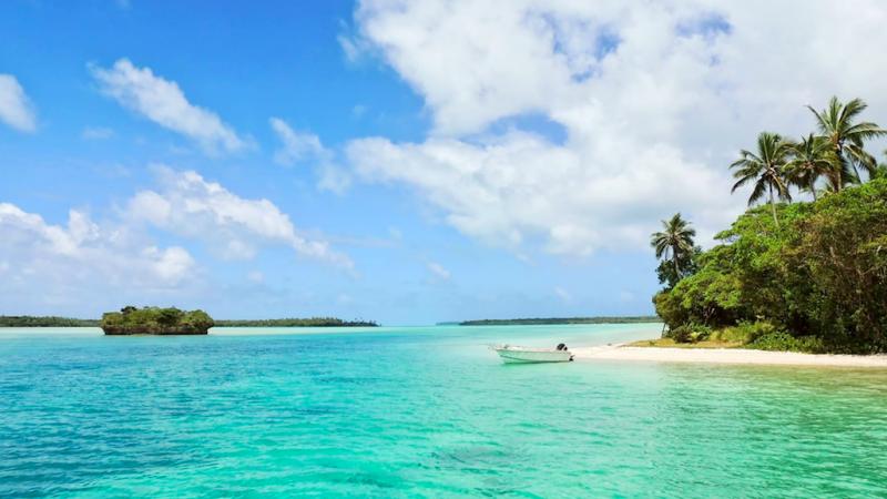 Jedna z wysp tworzących archipelag Nowej Kaledonii. Czy ogłosi on niepodległość od Francji? (Photo by Sébastien Jermer on Unsplash)