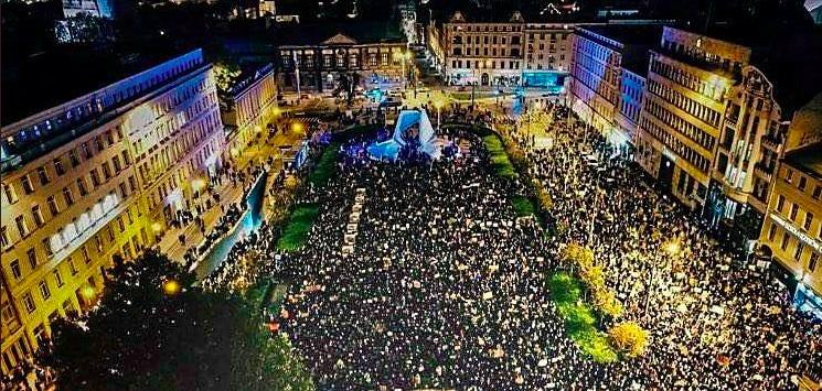 Protest przeciw orzeczeniu TK ws. aborcji w Poznaniu, źródło: Twitter/#StrajkKobiet (@strajkkobiet)
