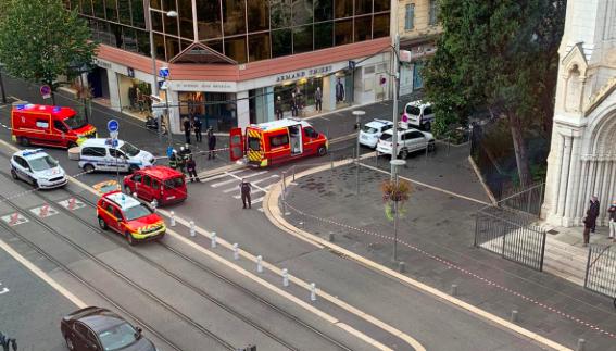 Miejsce ataku nożownika w Nicei, źródło: Twitter/Eric Ciotti (@ECiotti)