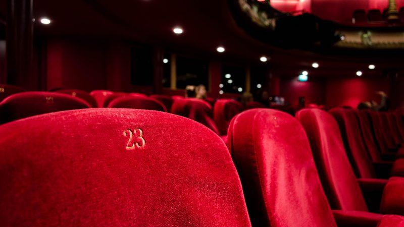 Sale kinowe niemal na całym świecie świecąprzez koronawirusa pustkami (Photo by Kilyan Sockalingum on Unsplash)